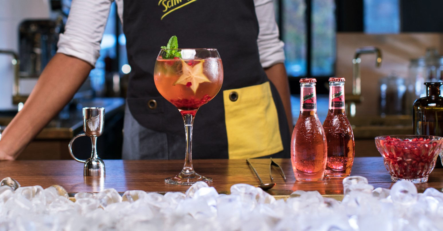 Mapeis Royal Gin & Tonic med Schweppes Tonic & Hibiscus