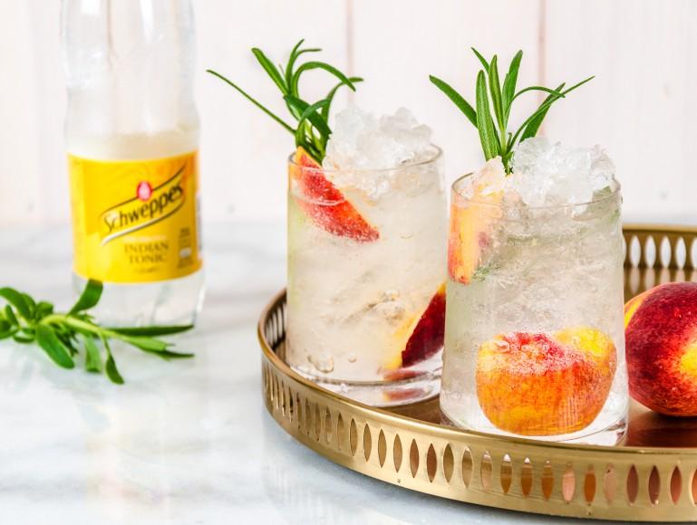 Gin & Tonic Persika–Rosmarin